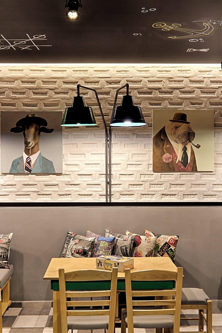 Alaloum Board Game Cafe Lamp