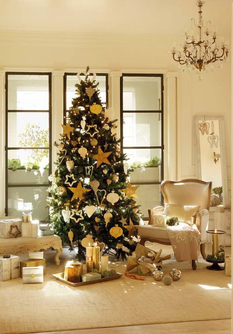 Traditional Christmas Tree In Home Ideas Viahouse Com