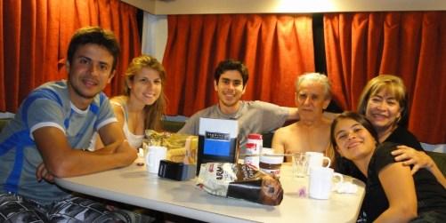 Nuestra casa rodante, aquí en el comedor (de día), cuarto de Alex y David (de noche)