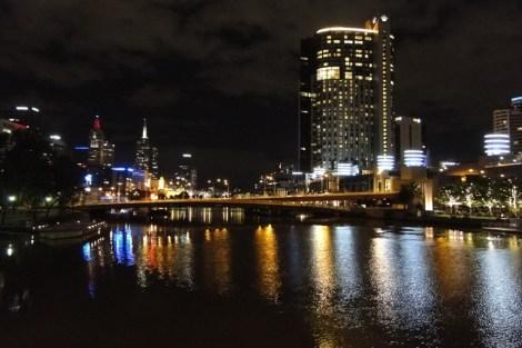 Río Yarra en la noche