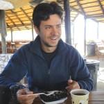 Disfrutando de un delicioso brownie en de Solitaire