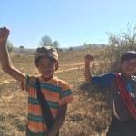 Niños en el camino