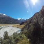 En algunos puntos el humedal es tan difícil de atravesar que el camino sube un poco en la montaña