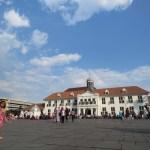 Plaza Fatahillah, anteriormente conocida como Plaza de la ciudad de Batavia fue un lugar importante durante la gestión holandesa en el país