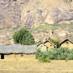 Las casas suelen ser de 2 pisos con paredes de barro y techos de paja