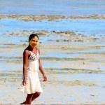 Es común ver a las mujeres con esta mascarilla llamada Tabaky para protegerse del sol