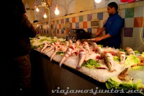 El colorido mercado de Túnez, sección pescado
