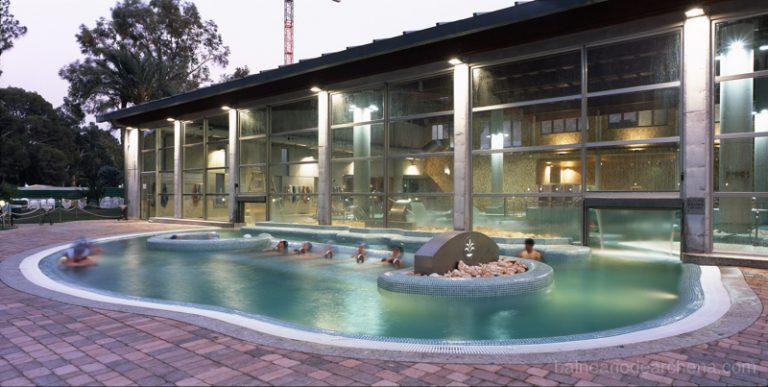 Piscina exterior Balneario de Archena, relax en Murcia