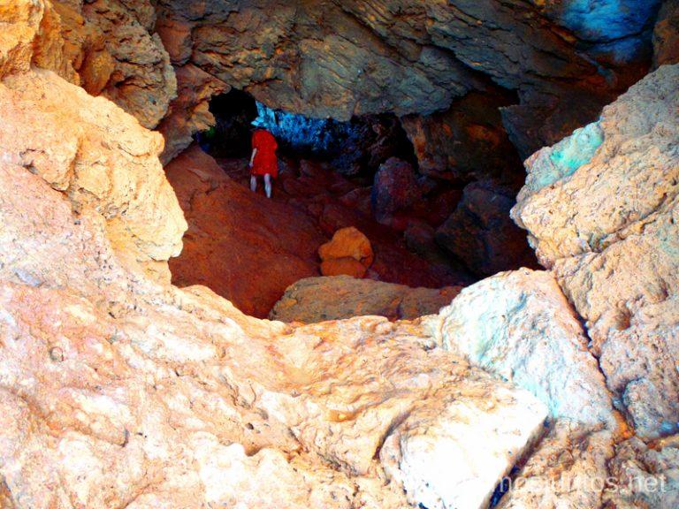 Vamos dentro... Ruta desde Les Rotes hasta laa Cueva Tallada a pie. Denia. Valencia