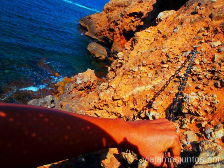 ¡Cuidado! Ruta desde Les Rotes hasta laa Cueva Tallada a pie. Denia. Valencia