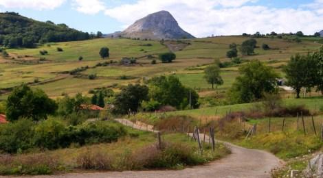 La carretera del mirador de Aja Ruta circular en coche alrededor del Valle de Soba, Cantabria
