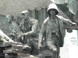 Memorial-de-los-Héroes-del-Levantamiento-de-Varsovia-01