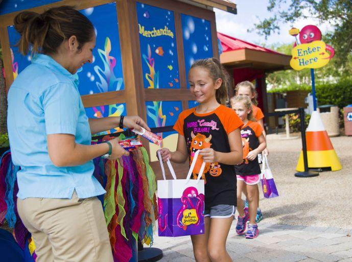 Halloween Sooktacular - SeaWorld Orlando - Waves of Trick or Treat Fun