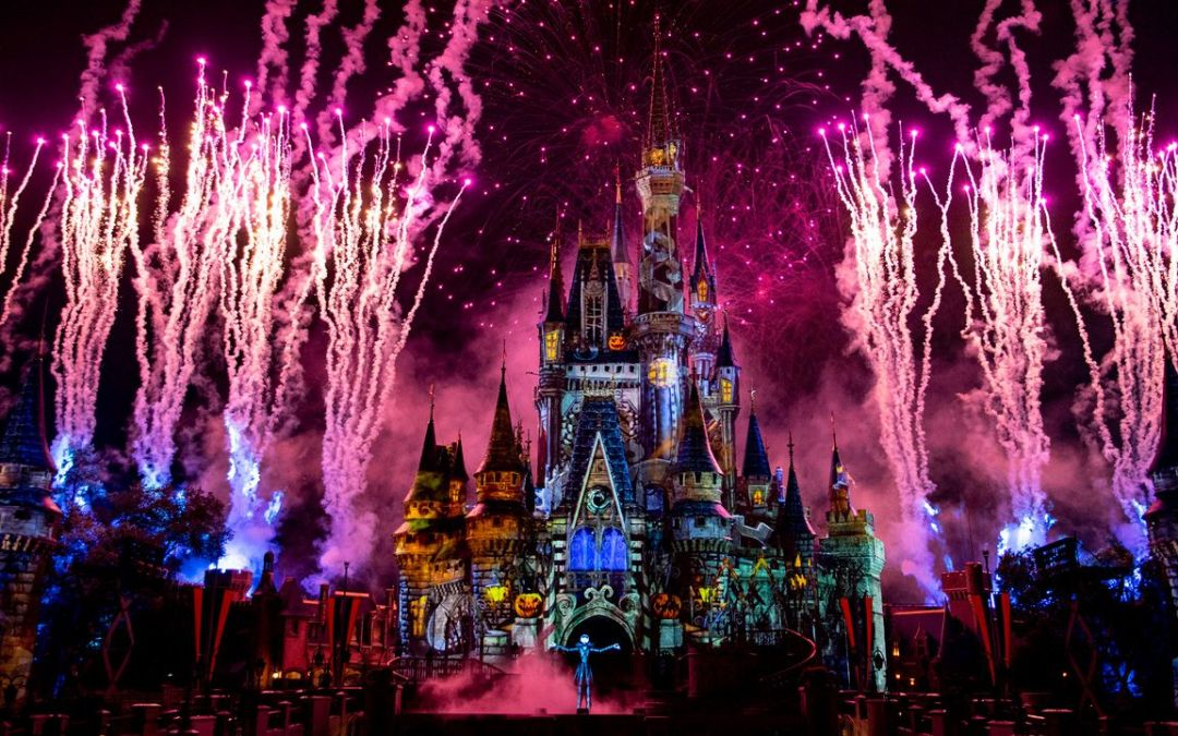 O novo show Disney's Not So Spooky Spectacular será transmitido ao vivo no próximo domingo