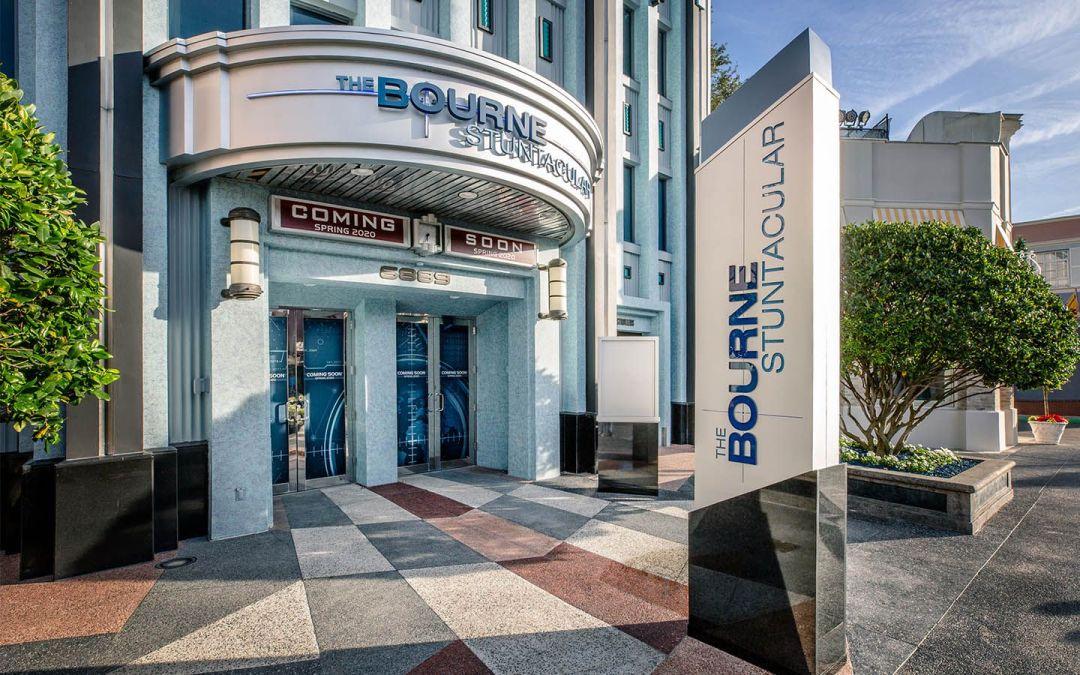 Nova foto do exterior da atração The Bourne Stuntacular que estreia na primavera norte-americana