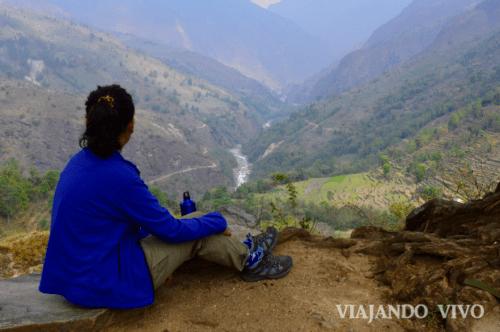 Almorzando con vista al valle en los Annapurna