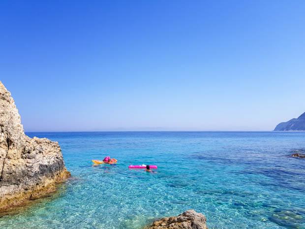 Curtindo as águas azuis das ilhas jônicas