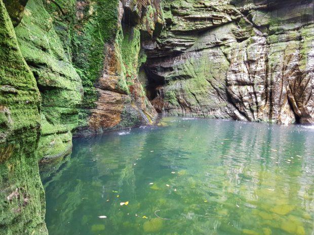 Visão do poço a partir da gruta - Salto Corumbá - Goiás