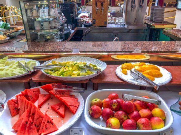 Café da manhã do Castro's Hotel em Goiânia