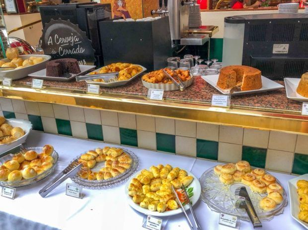 Pães do café da manhã do Castro's hospedagem em Goiânia