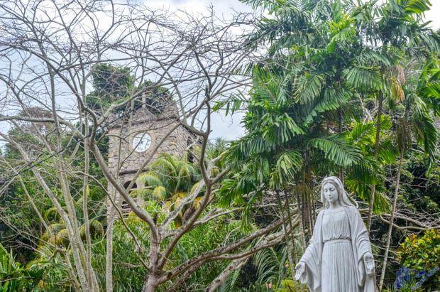 Imagem de Nossa Senhora no jardim La Domus em Mahe - Seychelles