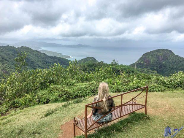 Vista panoramica Le Sans Soucis em Mahe-Seychelles