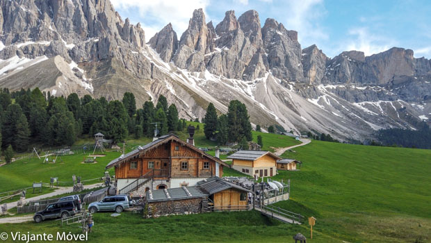 Rifugio delle Odle Dolomitas nos Alpes Italianos