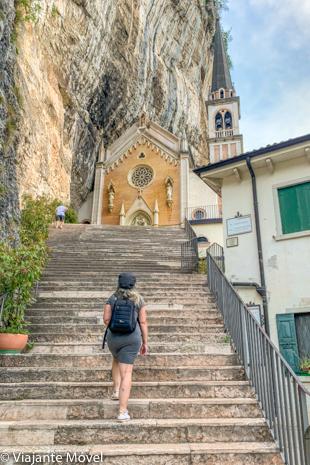 O que fazer no Madonna della Corona, Itália – incrível igreja encravada na rocha