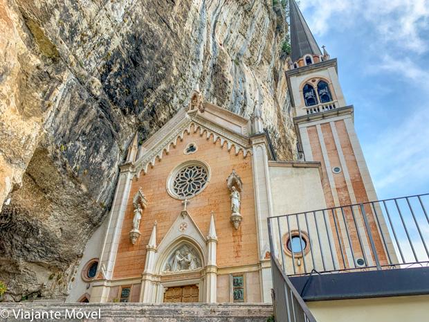 O Santuário Madonna della Corona, Itália – incrível igreja encravada na rocha