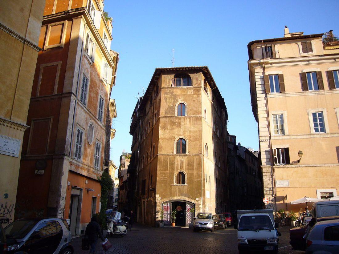 Via dei Banchi Vecchi en Roma foto de Lalupa Wikimedia Commons