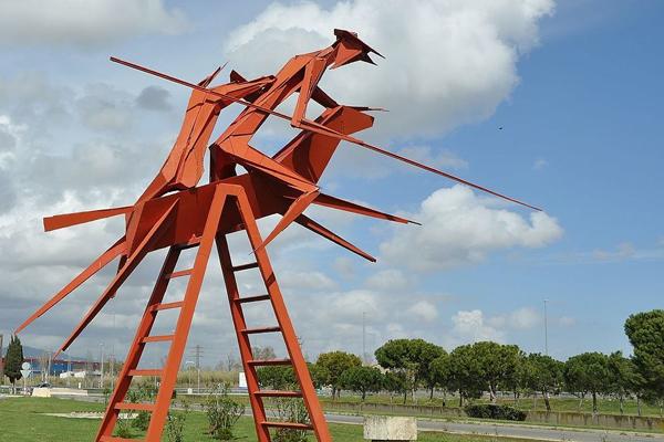 Escultura del Clavileno en Barcelona