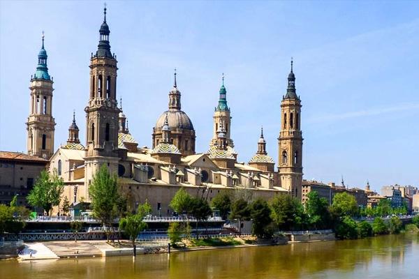 Zaragoza foto de Zarateman Wikimedia Commons