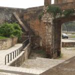 Sabias que en la muralla de Santo Domingo hay una aguja?