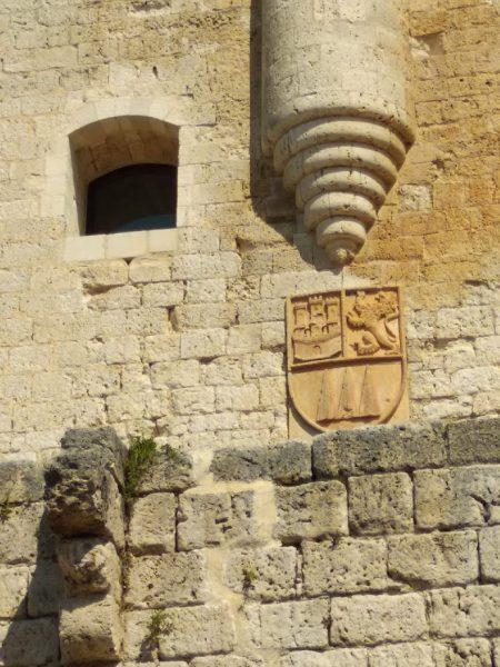 escudo en piedra de los Girón