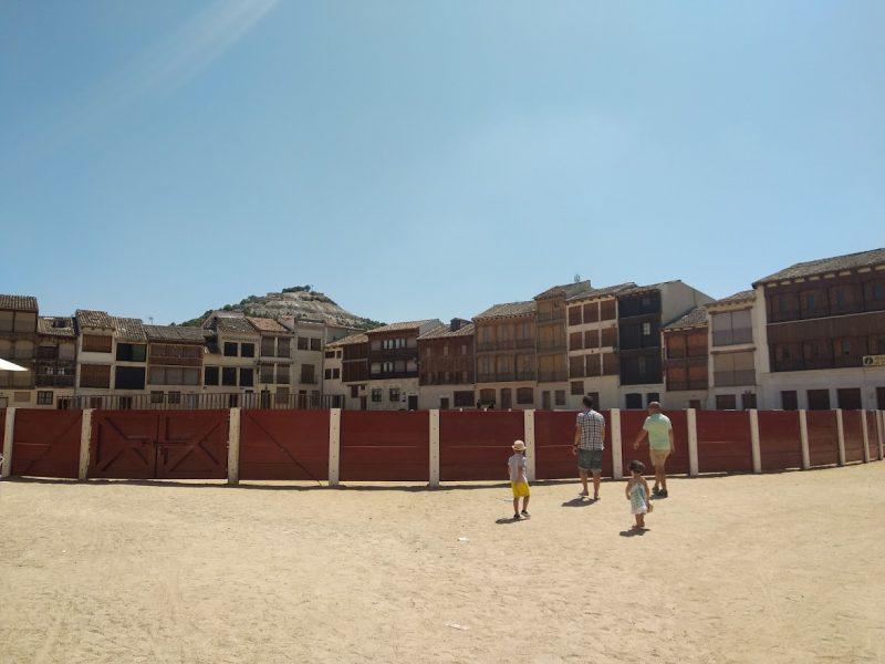 plaza del coso Peñafiel en un día