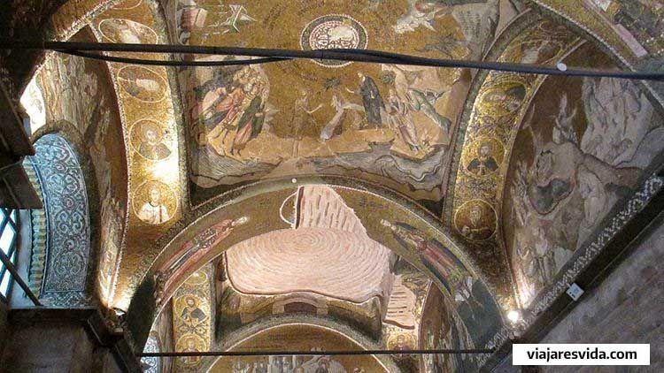 Interior de San Salvador de Chora