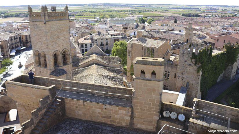 Vistas al palacio viejo de Olite y de la cubierta del la Iglesia de Sta. María