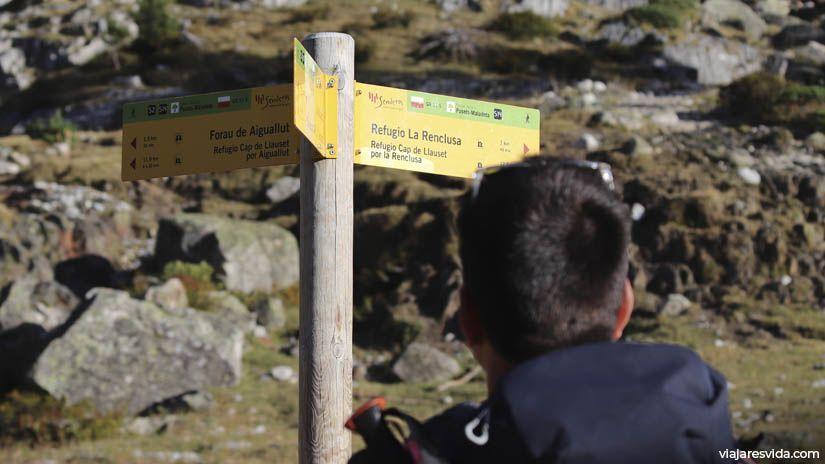 Indicaciones en ruta Forau de Aigualluts