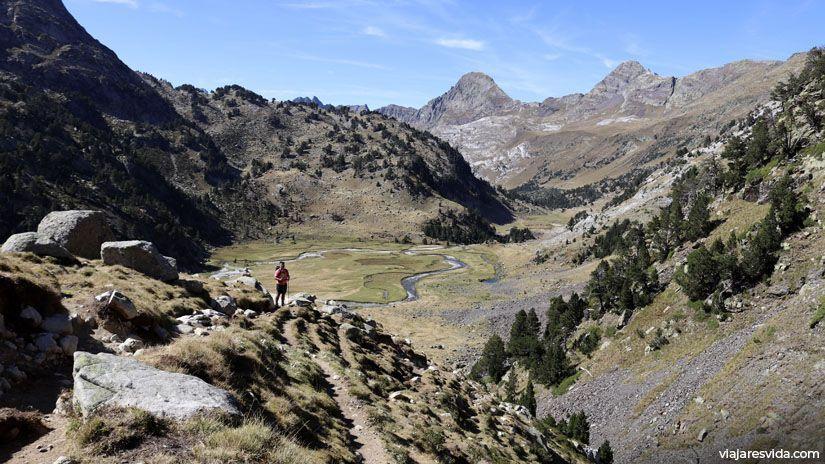 Vuelta desde Coll de Toro y vistas a la pradera Plan de Aiguallut