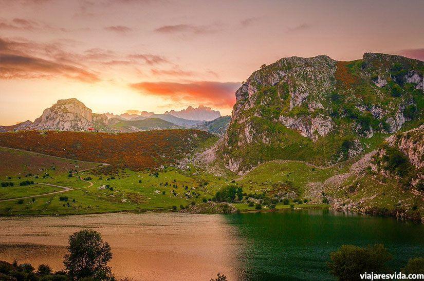 Puesta de sol en los lagos de Covadonga