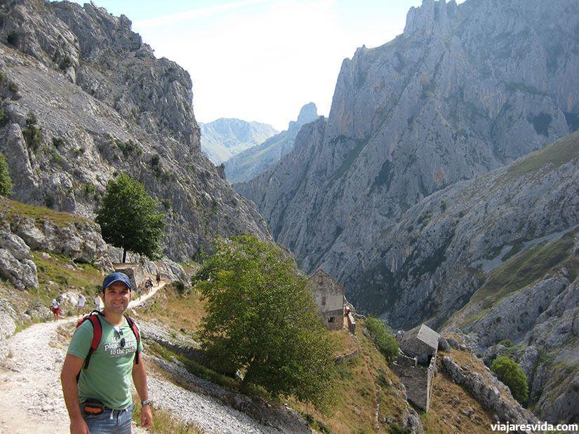 Inicio de la ruta del Cares en los Picos de Europa