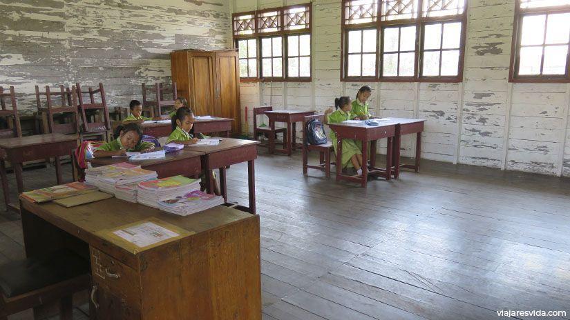 Escuela de Sekonyer Village