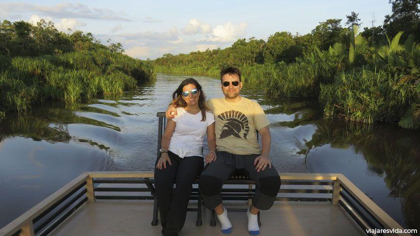 Paseo por Tanjung Puting con mi camiseta comprada en Olimpia (Grecia)