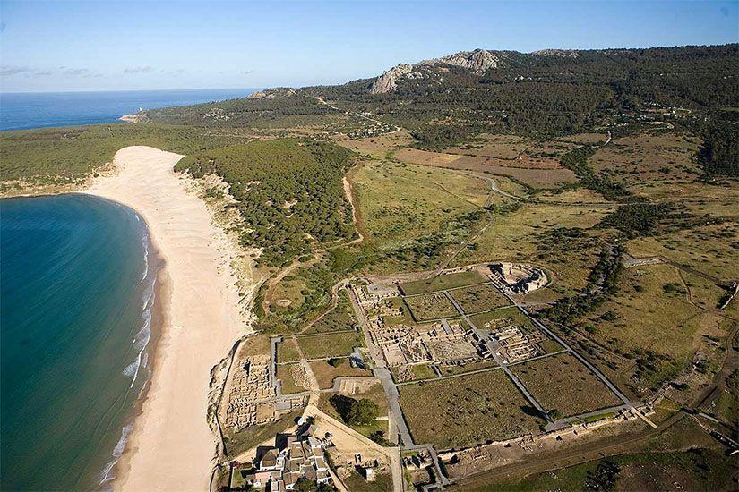 Yacimiento romano de Baelo Claudia y la playa de Bolonia