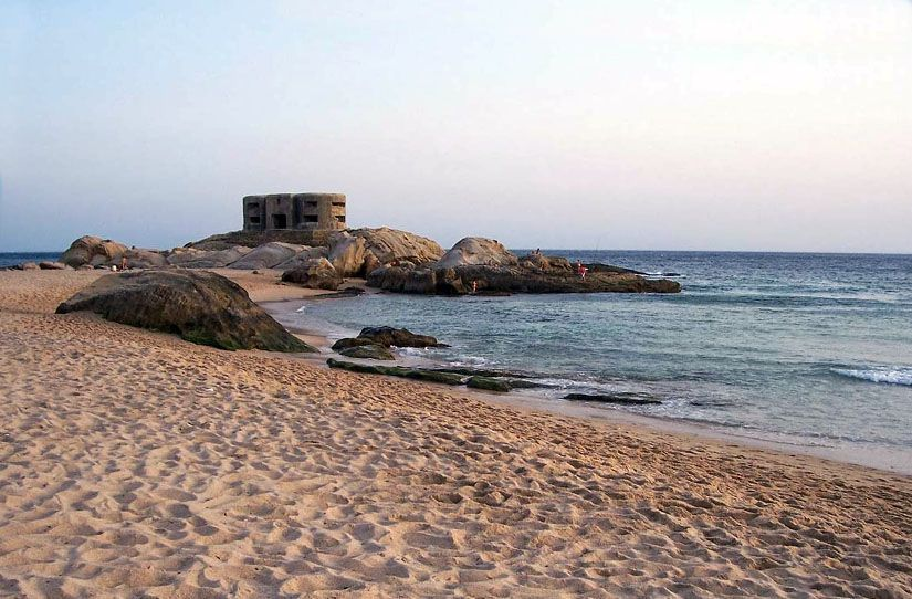 Bunker en la playa de Atlanterra junto a la playa de Los Alemanes