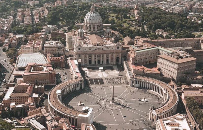Vista aérea de la Plaza de San Pedro del Vaticano en Roma