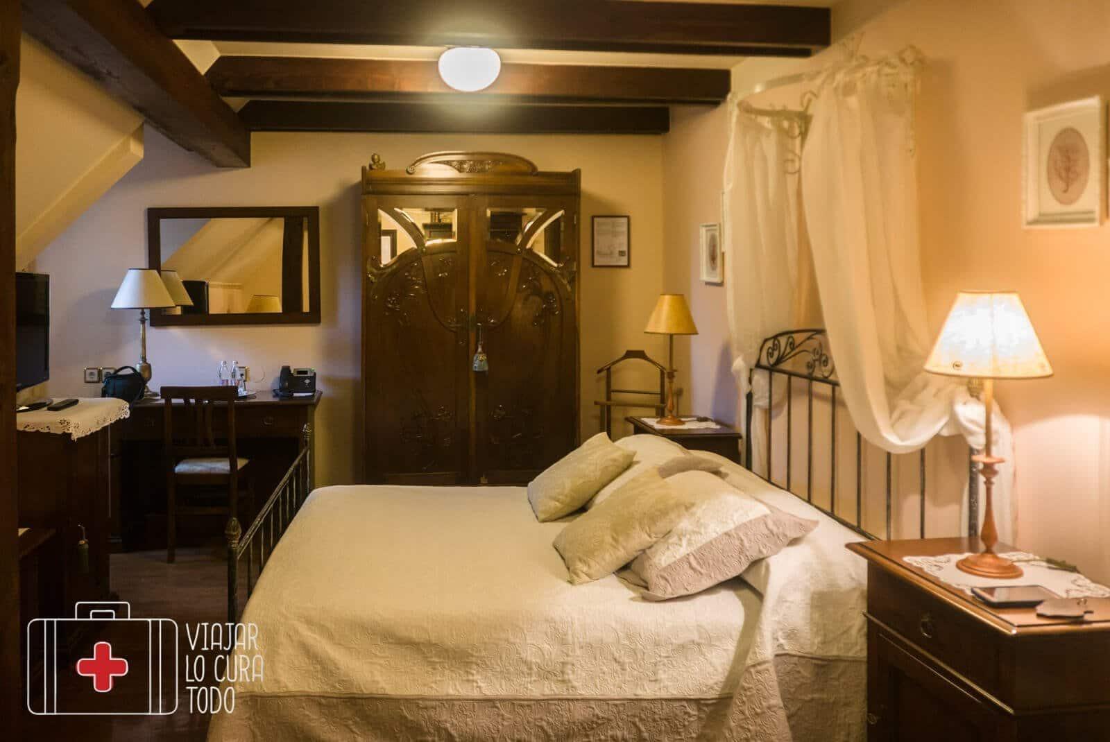 kendov dvorec room