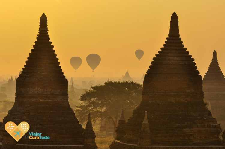 sunrise hot air balloon Bagan
