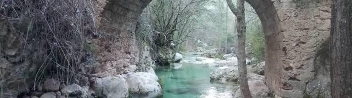 Un sendero de cuento, en una montaña de fantasía