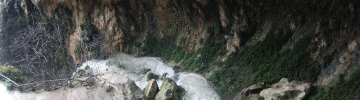 Recorriendo la Cueva del Agua de Tíscar (Quesada)